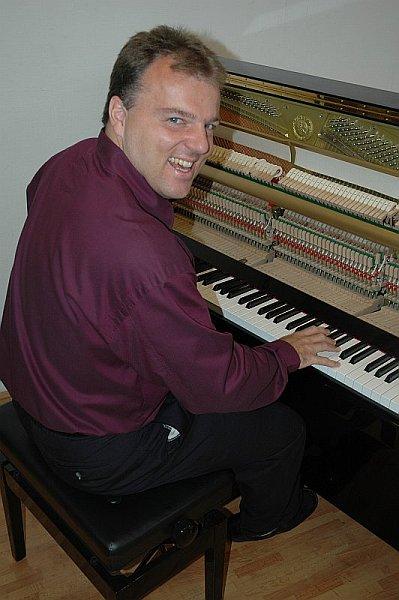 Piano-Brothers301.jpg